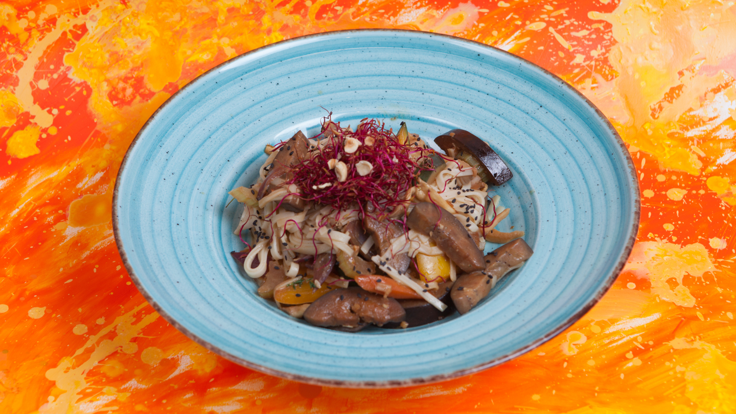 Rice noodles with Red Miso and Wok vegetables