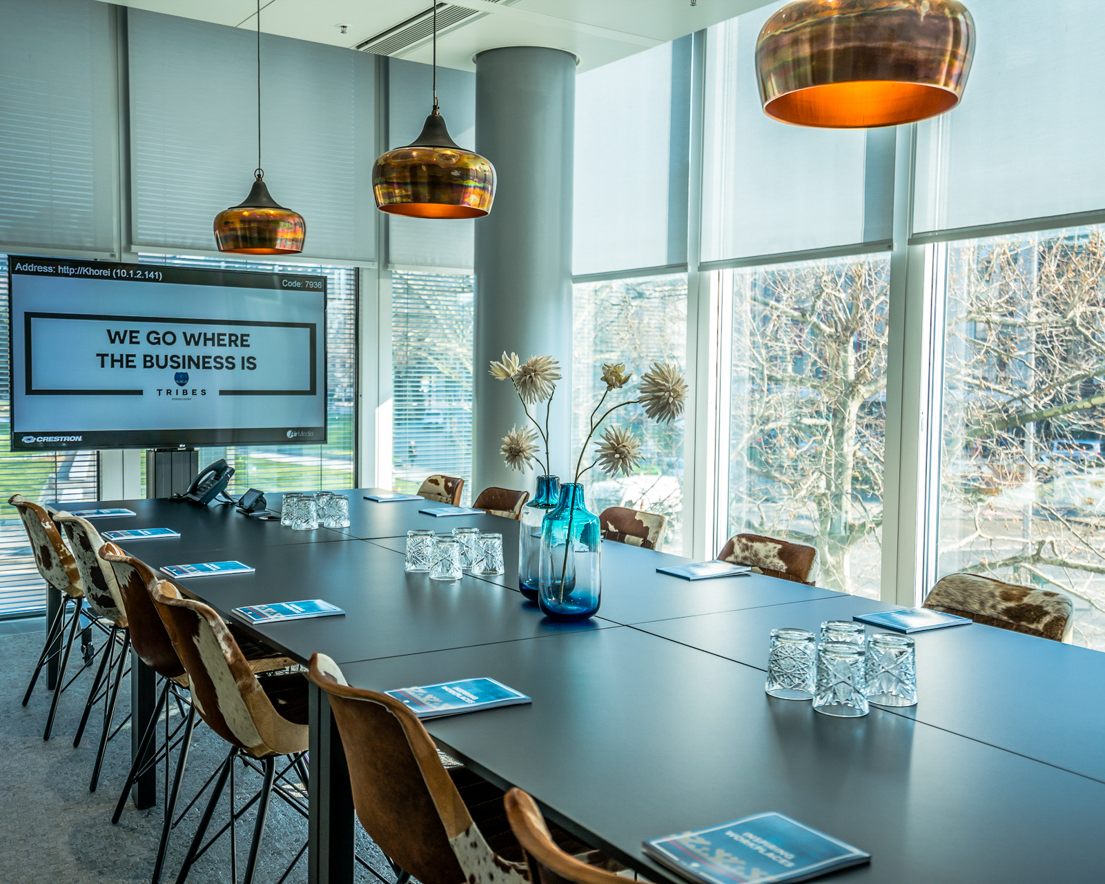 modern meeting room in coworking space with screen and chairs