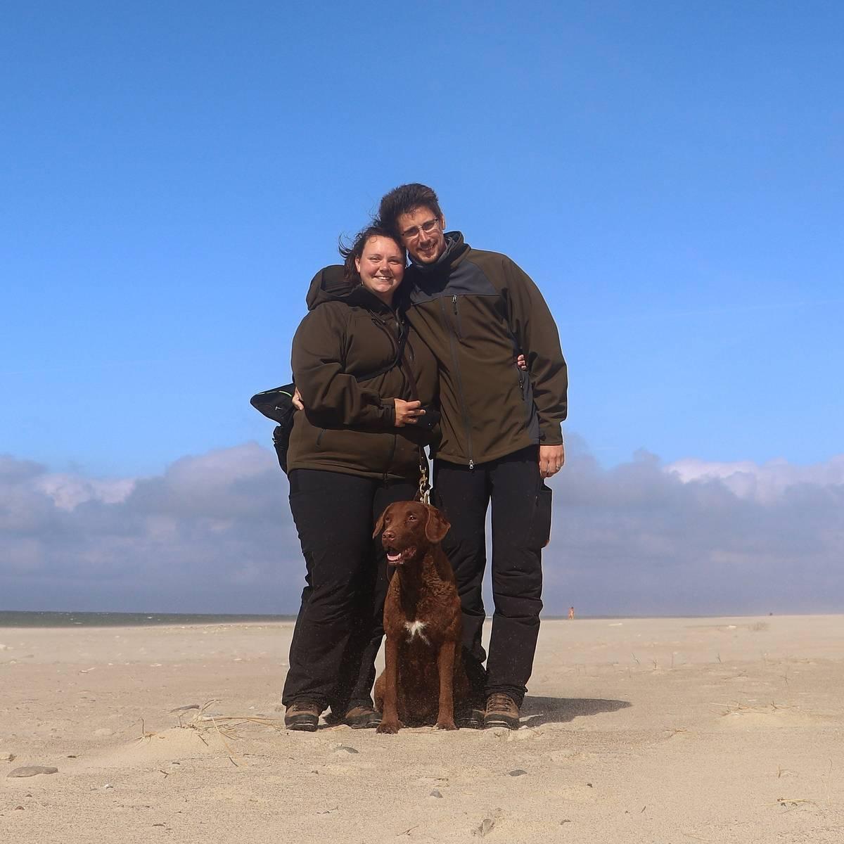 Familienfoto: Mein Mann, Tadewi und ich am Strand in Dänemark.