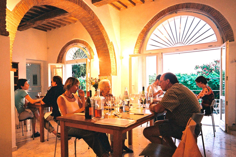 Gäste im Restaurant von Podere Riparbella