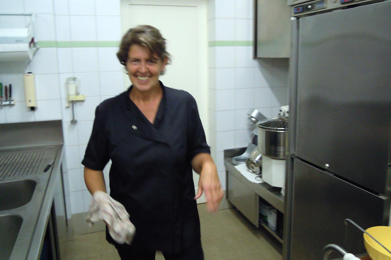 Rosella in der Küche von Podere Riparbella