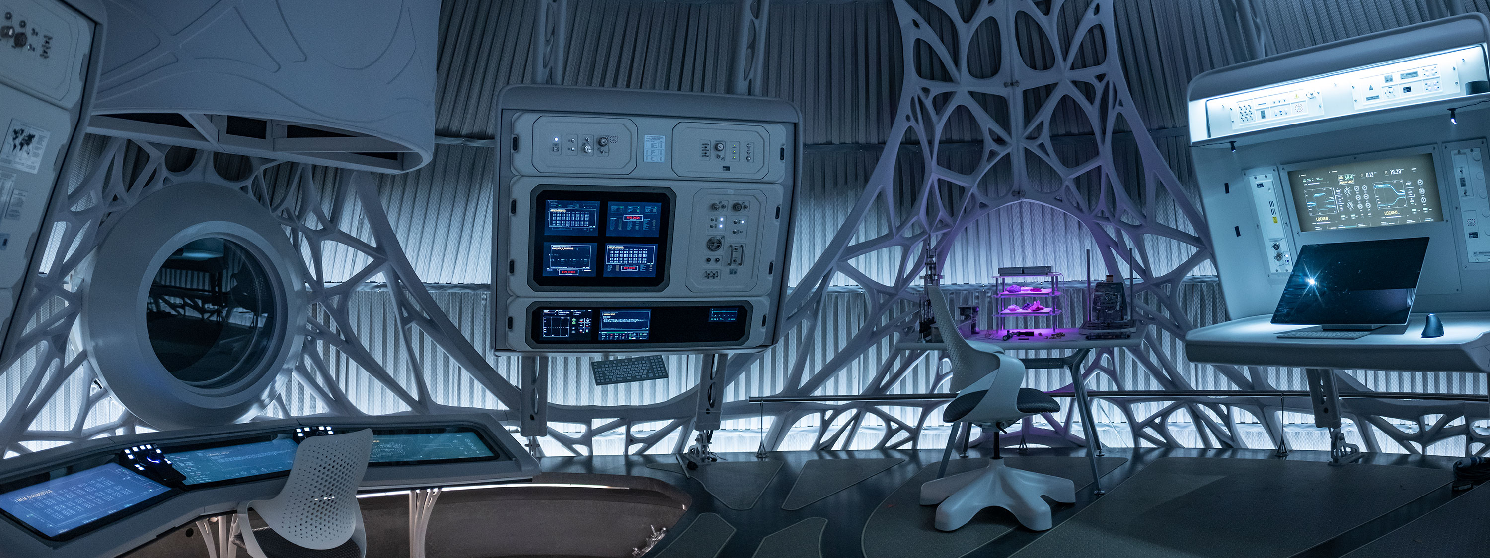2 men, one woman, one alien and one racoon queuing inside a spaceship (scene from Guardians of the Galaxy)