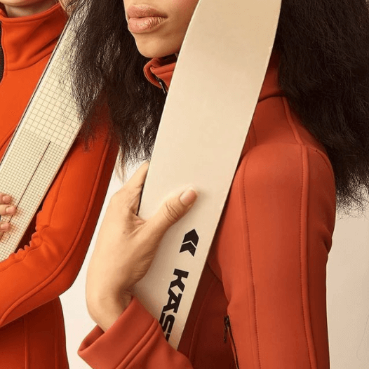 Nowe is a ski brand that delivers on both performance, style - and flexibility. The flexibility to buy or rent, change colors and styles season after season. No commitments, less waste, and more closet space.