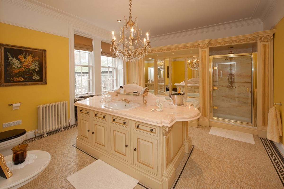 Turin Castle Scotland Master Bathroom
