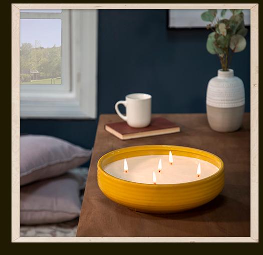 El Libro Amarillo - centro de mesa con vela aromática, Liv & Skye