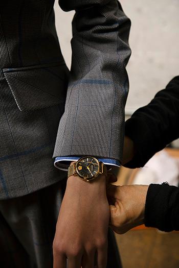 El Libro Amarillo - reloj Versus Versace