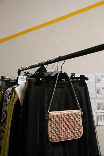 El Libro Amarillo - bolso Miu Miu _ falda AllSaints