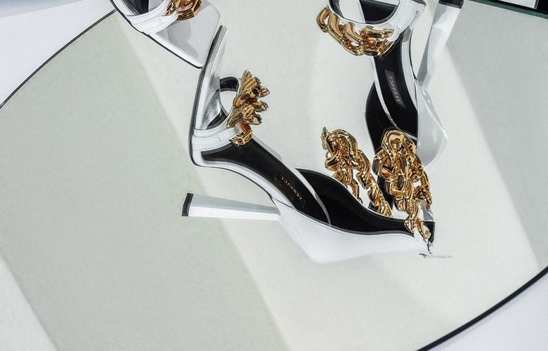 El Libro Amarillo - zapatos Versace