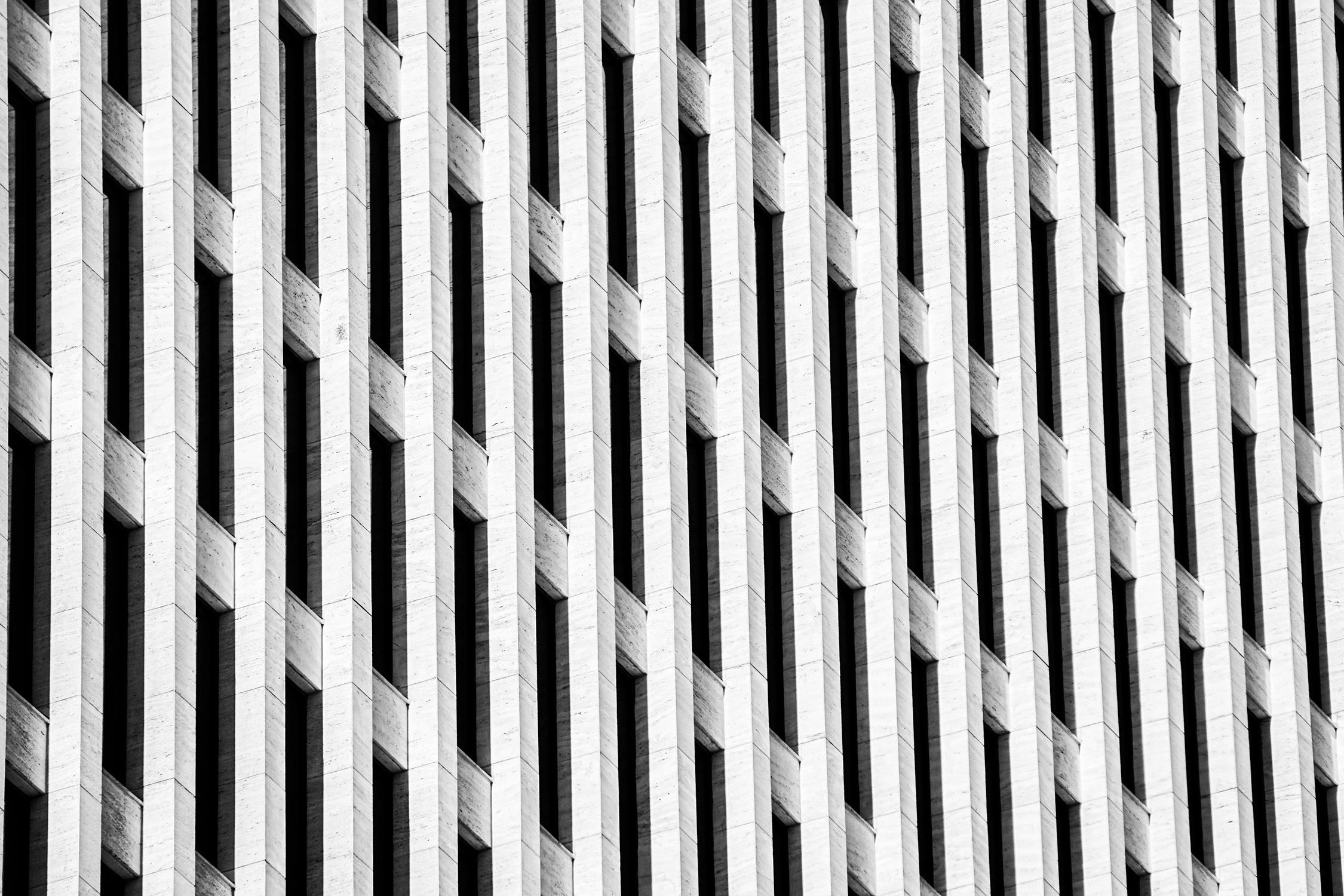 El Libro Amarillo Tendencias de Color Primavera 2021 Blanco edificio con ventanas blancas