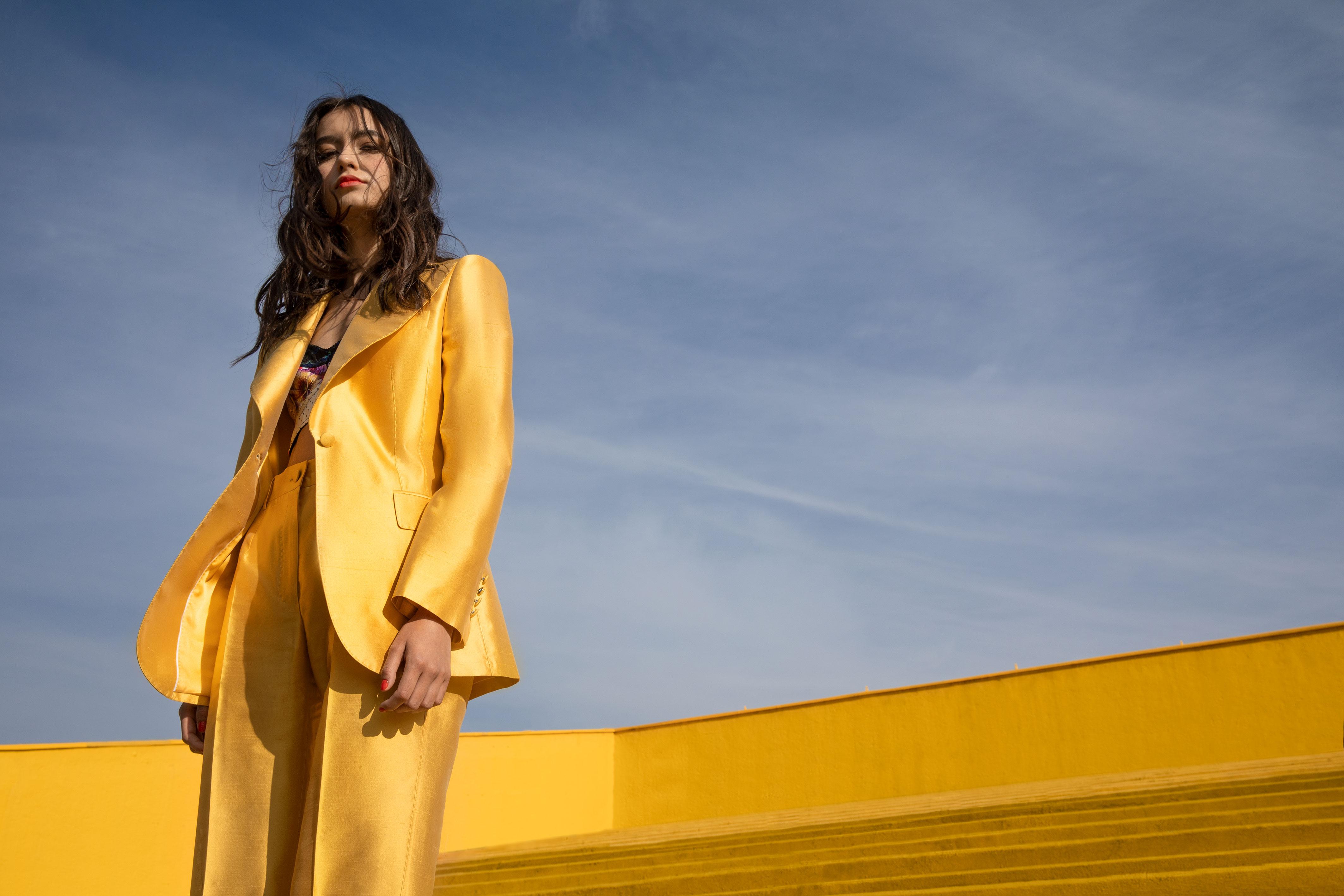 El Libro Amarillo - saco, top y pantalón Dolce & Gabbana