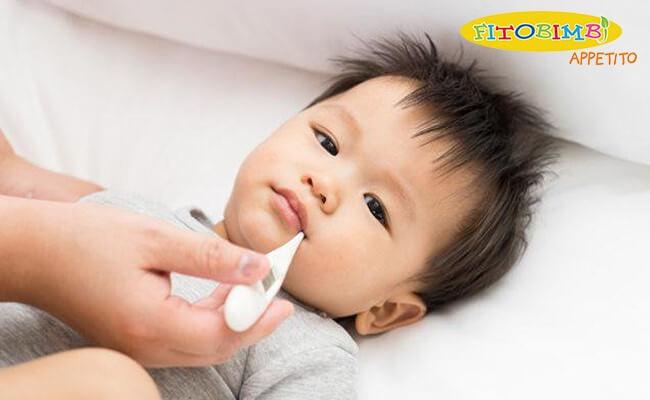 Bé bị ốm là một trong các nguyên nhân khiến bé tự nhiên biếng ăn