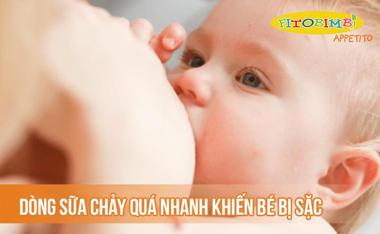 Dòng sữa chảy quá nhanh khiến bé bị sặc, sợ bú