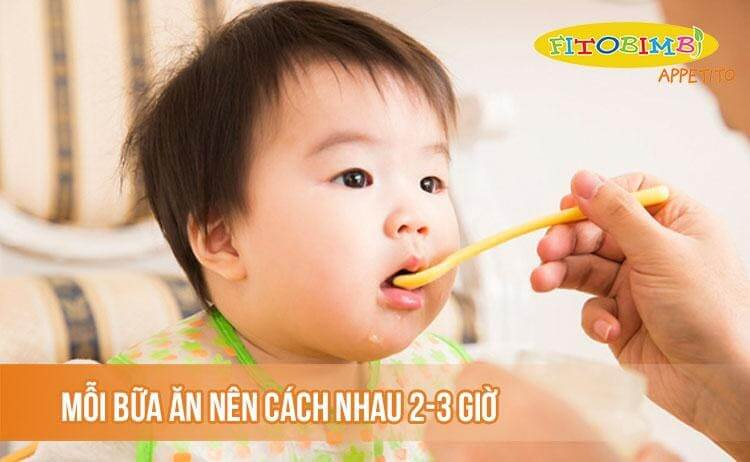 Mỗi bữa ăn của trẻ nên cách nhau từ 2-3 giờ