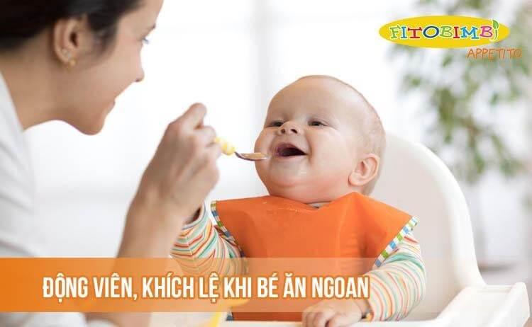 Động viên, khích lệ khi bé ăn ngoan