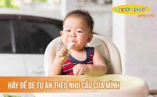 Hãy để bé tự ăn theo nhu cầu của mình