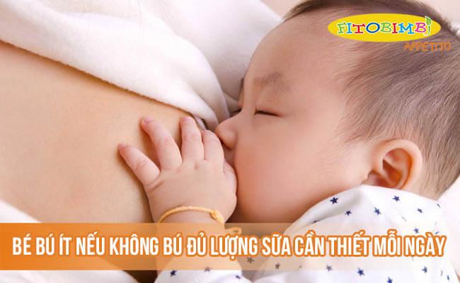 Bé được coi là bú ít nếu không bú đủ lượng sữa cần thiết mỗi ngày