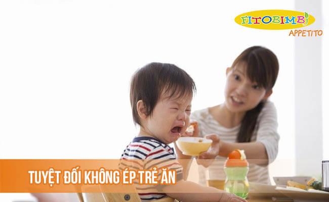 Tuyệt đối không ép trẻ ăn