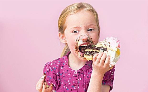 Ăn nhiều đồ ngọt khiến trẻ biếng ăn