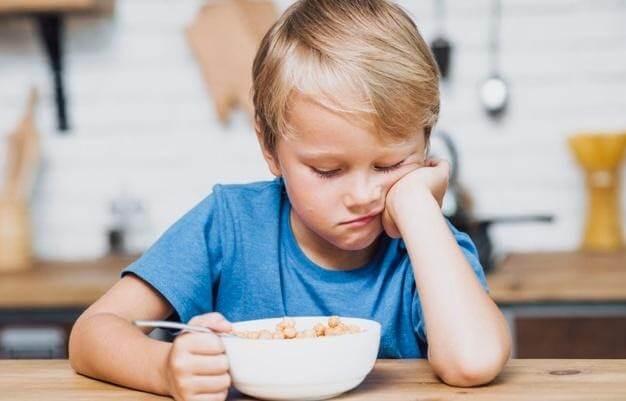 trẻ 7 tuổi biếng ăn