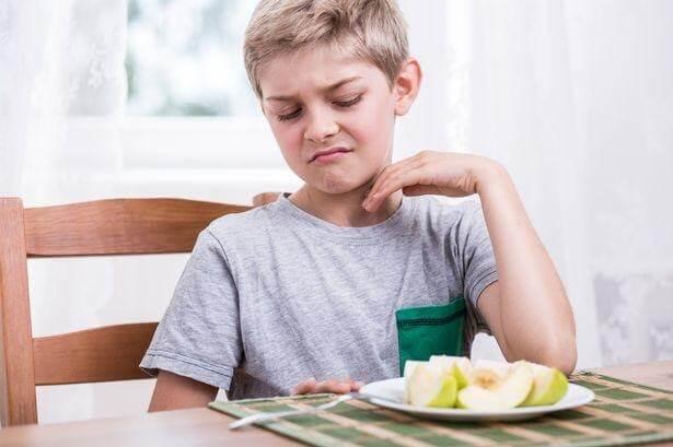 Không chịu ăn trái cây khiến bé bị thiếu hụt nhiều vi chất quan trọng