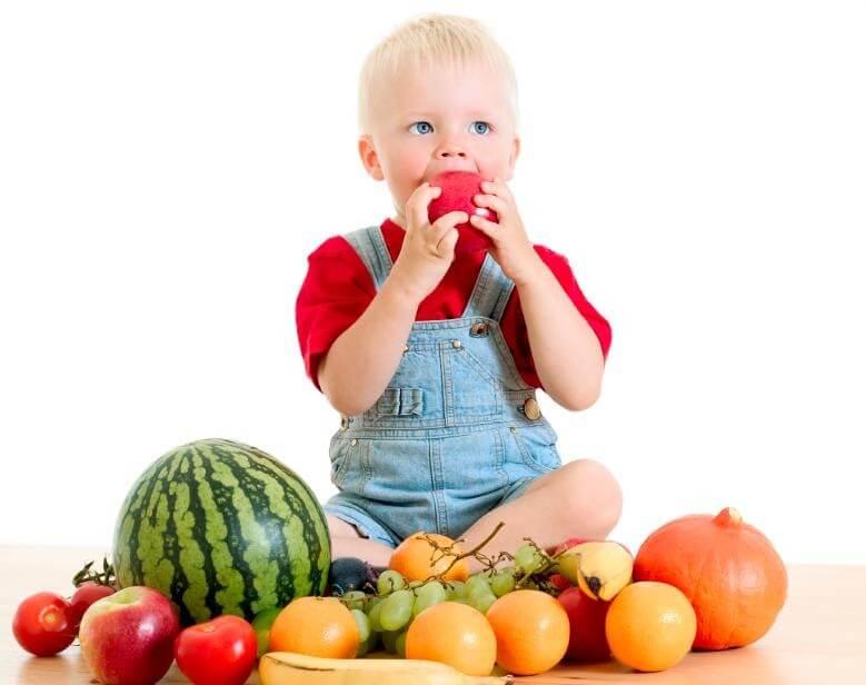 Hãy trao quyền tự lựa chọn hoa quả muốn ăn cho trẻ