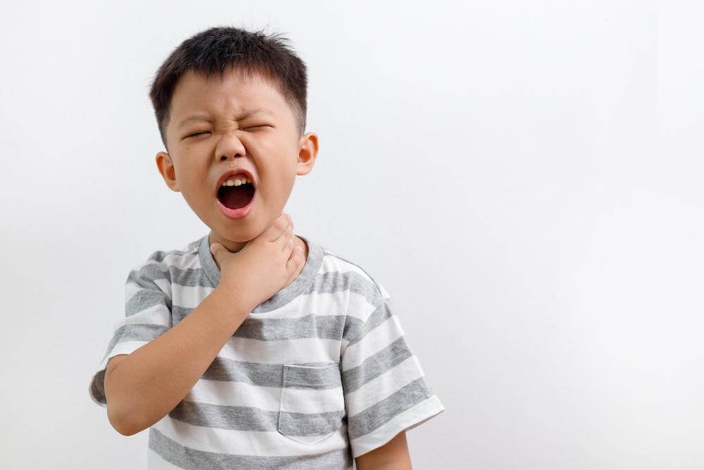 trẻ đau họng không chịu ăn