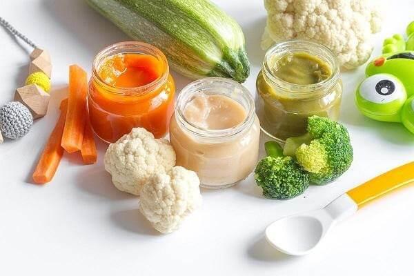 Những bát bột nhiều màu sắc vừa đầy đủ dinh dưỡng vừa giúp trẻ ăn ngon miệng