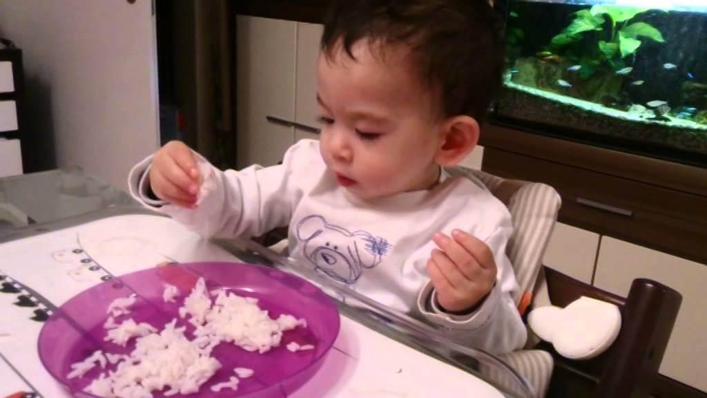 bé không chịu ăn cơm