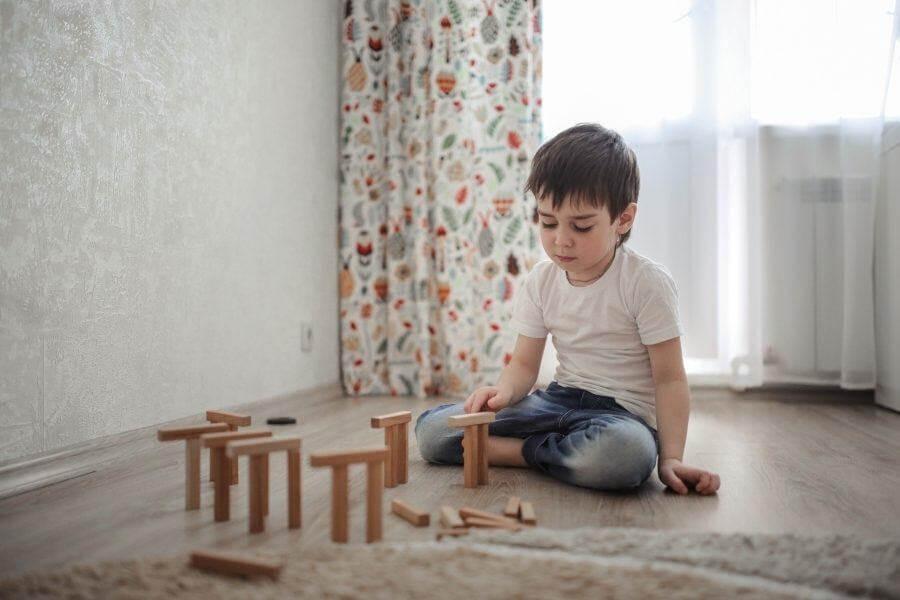 Trẻ biếng ăn thường chậm chạp và kém hòa đồng