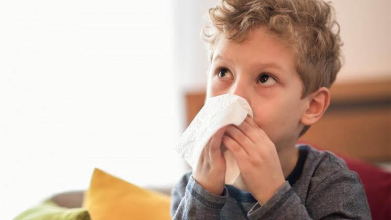 Ho, sốt, đau họng có thể là nguyên nhân khiến trẻ không chịu ăn