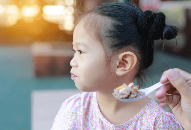 trẻ không chịu ăn gì cả