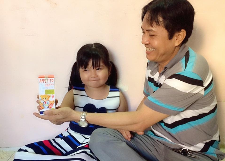 Đây mới là cách chuẩn người cha yêu con giúp bé hết biếng ăn khi đi lớp