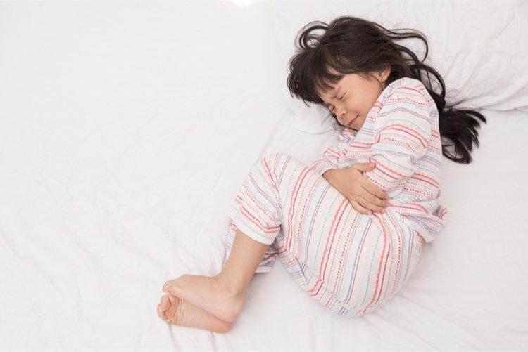 Đau bụng, buồn nôn, tiêu chảy là dấu hiệu trẻ có vấn đề về hệ tiêu hóa
