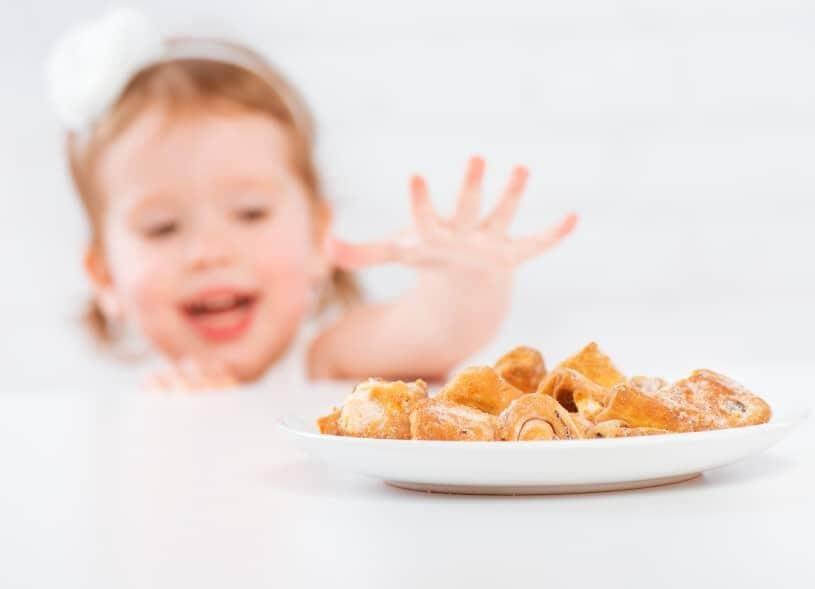 Đồ ngọt là nguyên nhân hàng đầu khiến trẻ 17 – 20 tháng biếng ăn