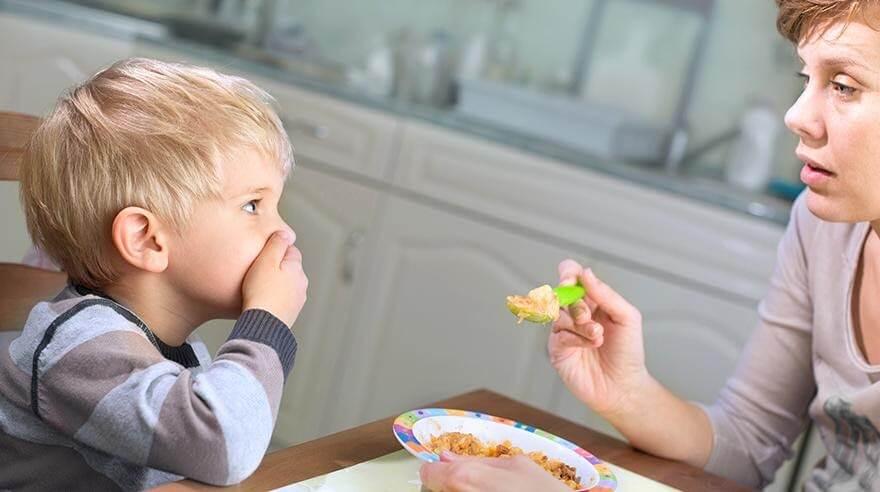 Kiên nhẫn cho trẻ làm quen và từ từ chấp nhận các món ăn mới