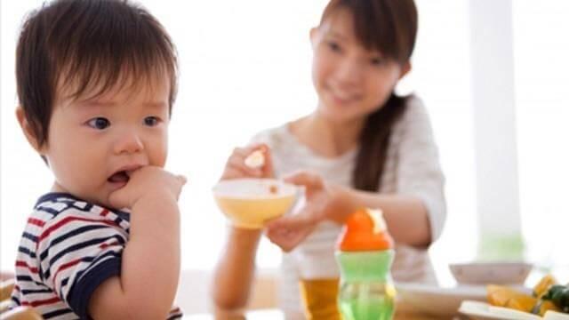 Không ép buộc trẻ ăn là biện pháp đầu tiên cần ghi nhớ khi chăm sóc trẻ biếng ăn