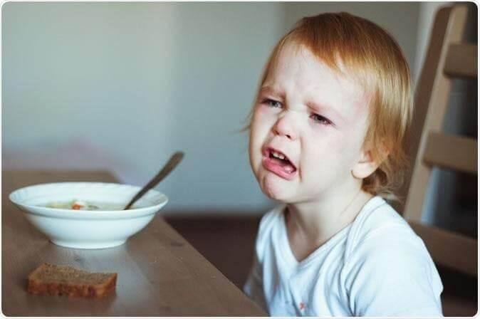 Trẻ 18 tháng biếng ăn có thể do thay đổi khẩu vị ăn uống, mọc răng hoặc chán ăn cháo