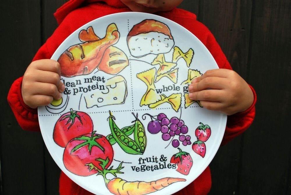 Bữa ăn của trẻ 13 tháng tuổi cần có đầy đủ các nhóm chất dinh dưỡng cần thiết