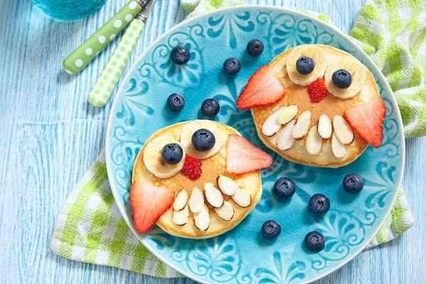 Những món ăn màu sắc, trang trí đẹp mắt sẽ kích thích cảm giác ngon miệng của trẻ