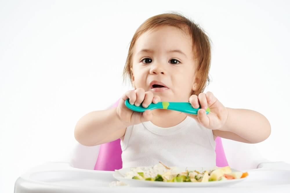 Trẻ 13 tháng biếng ăn – Nên ăn gì? Trị như thế nào?