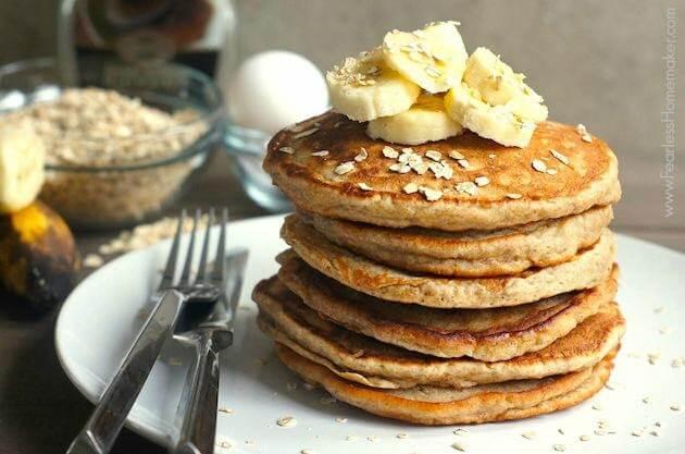 Pancake chuối yến mạch là bữa sáng đầy đủ dinh dưỡng cho trẻ 13 – 16 tháng tuổi
