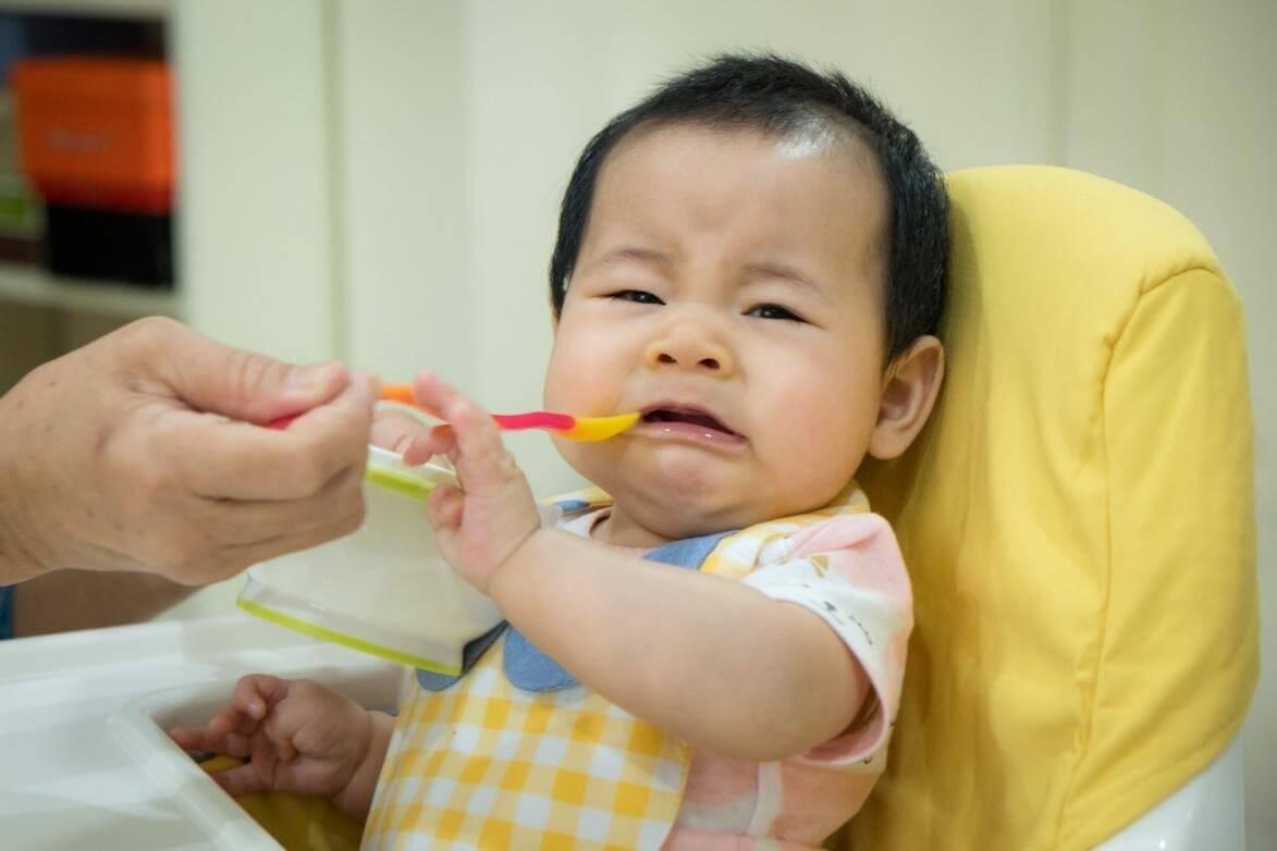 trẻ quấy khóc không chịu ăn