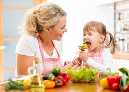 Kích thích sự hào hứng của trẻ với các món ăn bằng trò đố vui hoặc phần thưởng