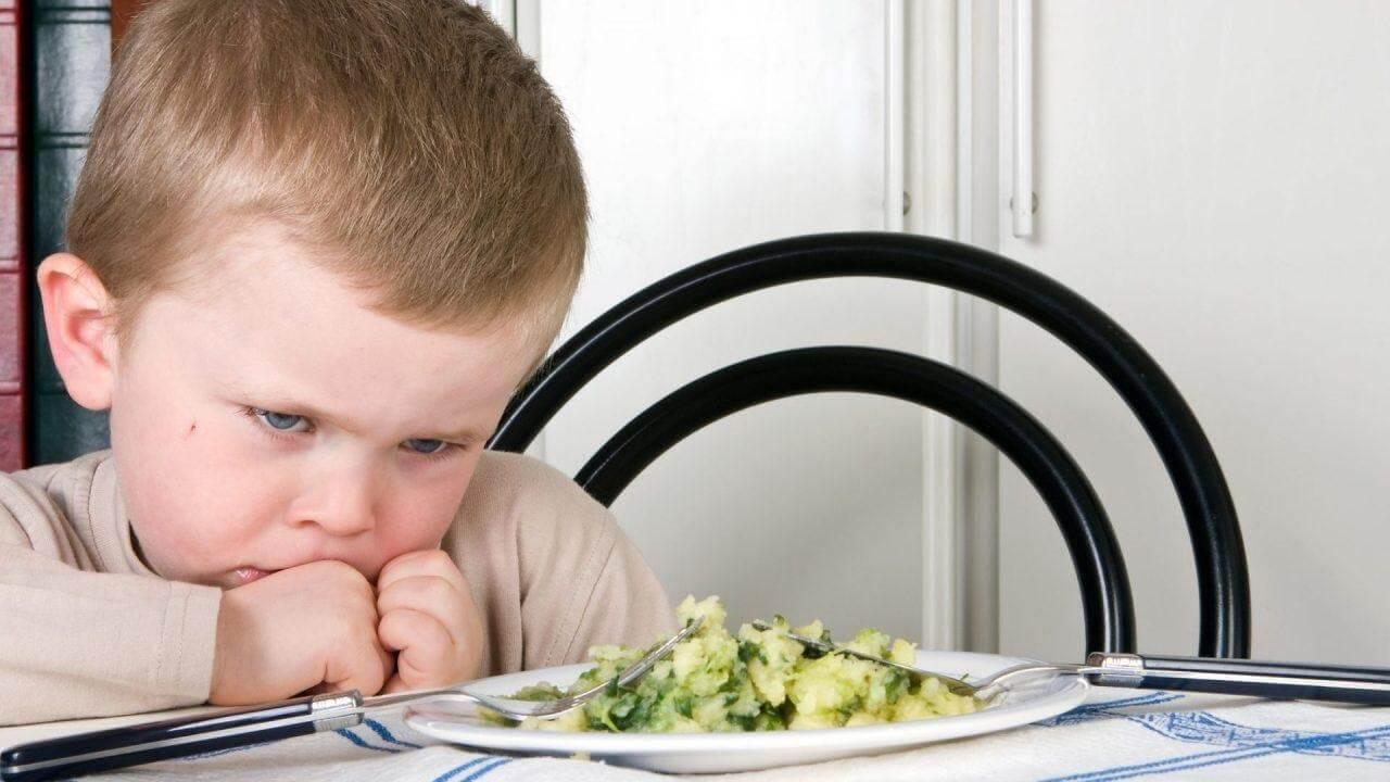 bé 2 tuổi biếng ăn chậm lớn