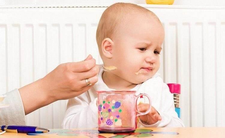 Trẻ em cần thời gian thích nghi với chế độ ăn dặm mới lạ