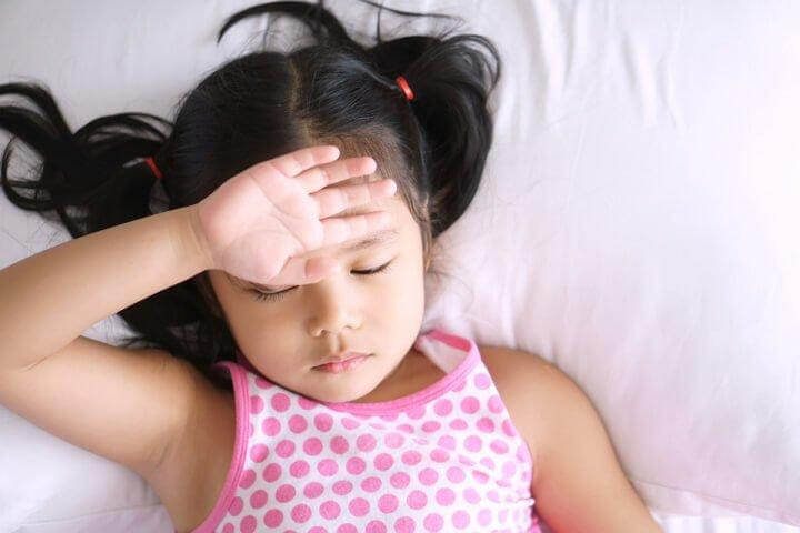 Bị ốm kéo dài khiến trẻ mệt mỏi, chán ăn, rối loạn tiêu hóa và không tăng cân