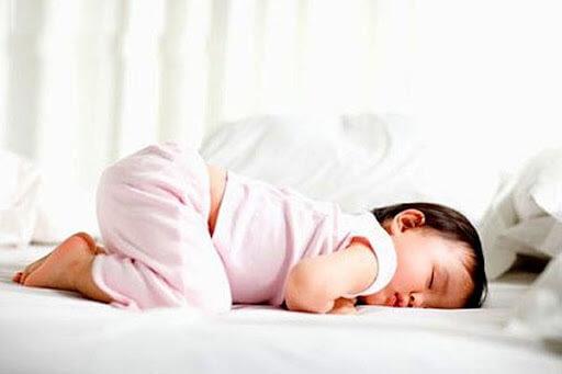 Tại sao trẻ chậm tăng cân? Rất có thể vì bé đang nhiễm giun sán đường ruột
