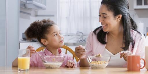 Không khí vui vẻ giúp trẻ ăn ngon miệng hơn