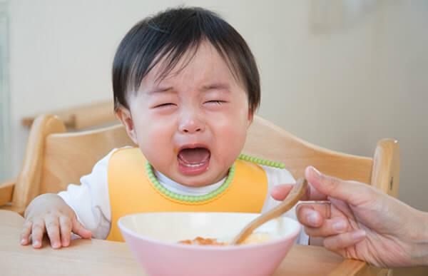 Dấu hiệu nhận biết trẻ 20 tháng tuổi biếng ăn