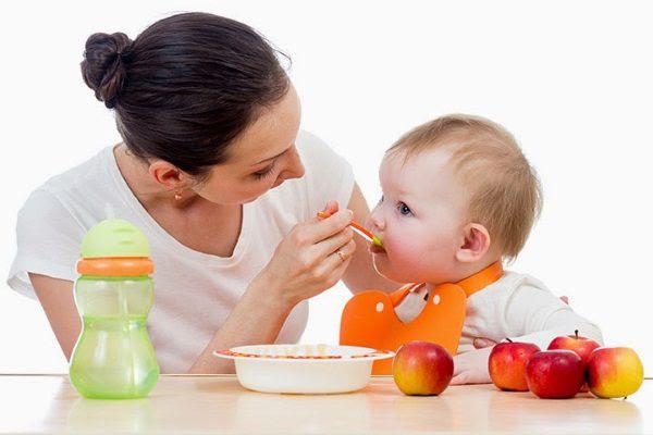 Nên làm gì khi trẻ 20 tháng biếng ăn?